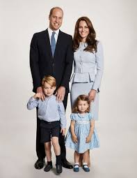 Photo: The Duke & Duchess' Christmas family portrait